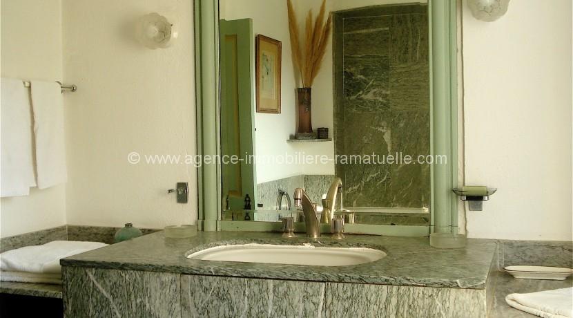 25 - La Bastide salle de bains chambre 1