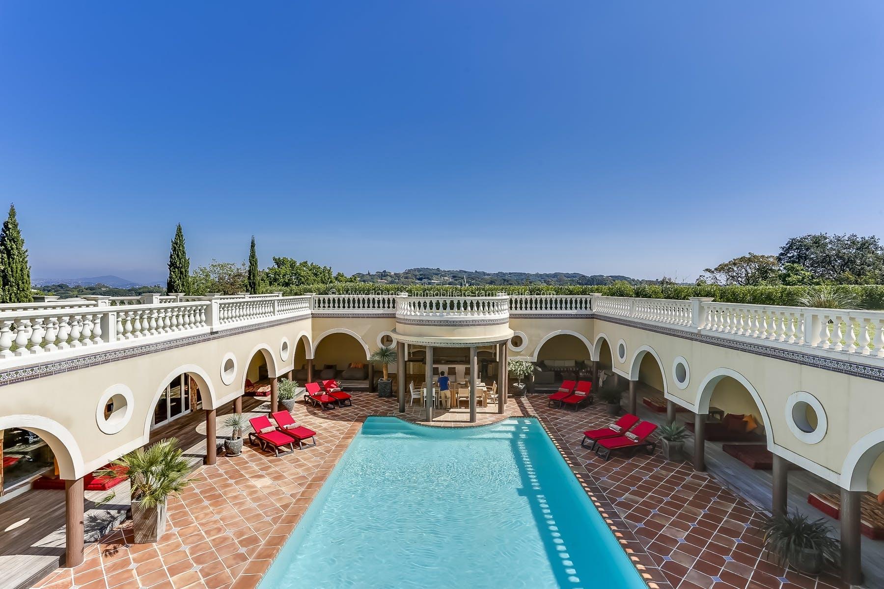 Villa exceptionnelle – Quartier très prisé – Près des Plages avec immense piscine et heliport Ramatuelle
