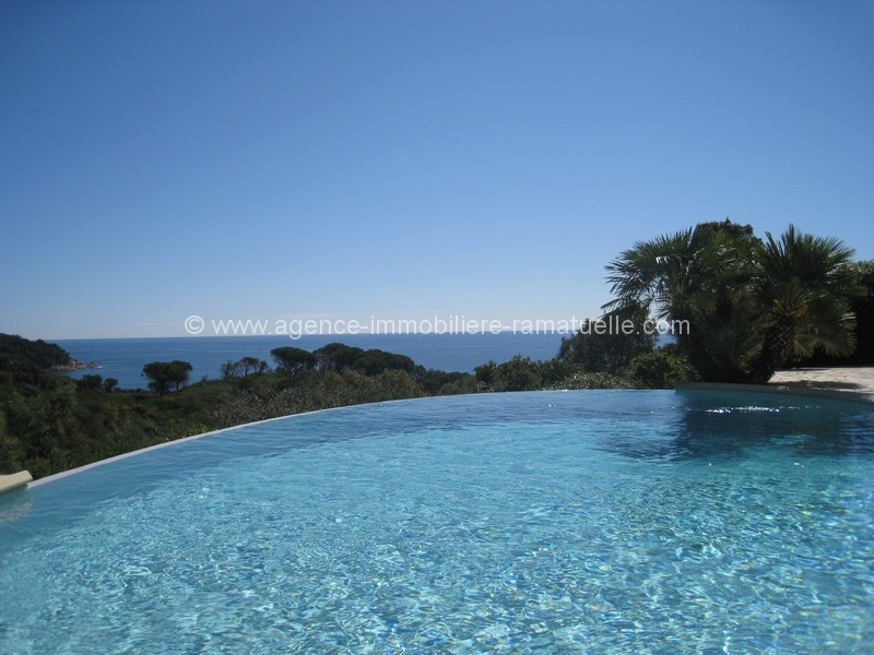 Villa confortable  avec vue mer dans un magnifique cadre de verdure, Ramatuelle