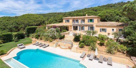 Magnifique villa avec vue sur le Village de Ramatuelle