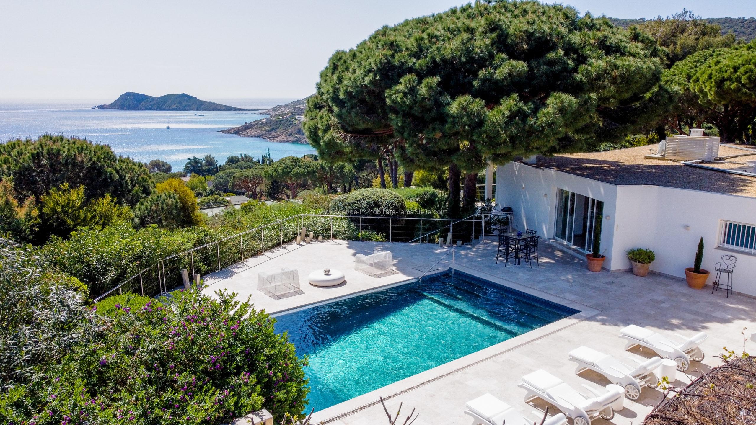 Belle villa contemporaine avec une magnifique belle vue mer – Ramatuelle