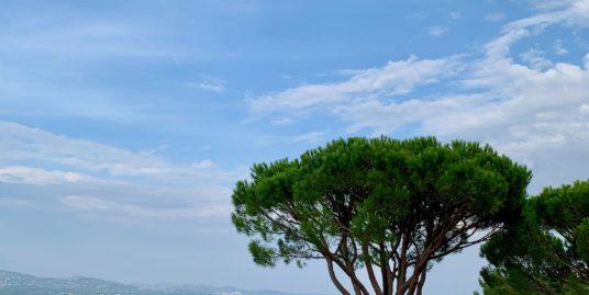 Bel Rez de jardin avec une belle vue mer et les Marines de Cogolin – Cogolin